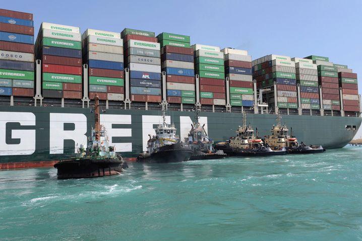 Teure Rettung: Die Suezkanal-Behörde fordert nun 916 Millionen Dollar, unter anderem wegen Rufschädigung