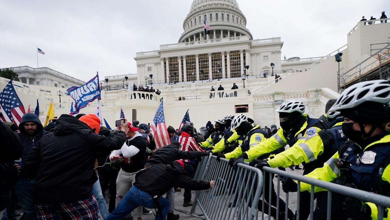 USA: Ex-Chef der Kapitol-Polizei beklagt mangelnde Informationen vom FBI