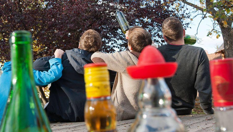 Rauschtrinken bei Jugendlichen (Symbolbild)