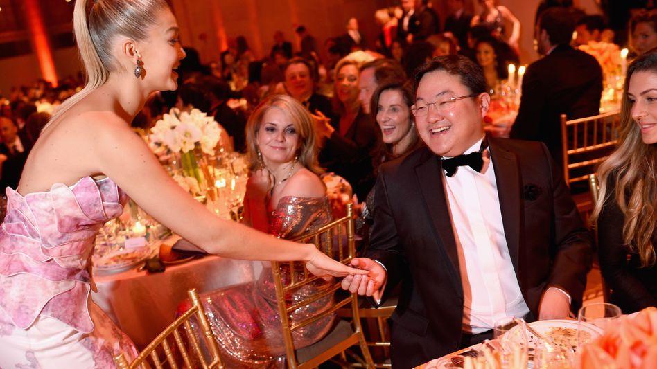 Milliarden-Betrüger Jho Low bei einer von ihm ausgerichteten Party in New York - hier mit dem Model Gigi Hadid