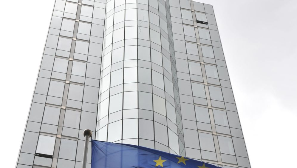Photo Gallery: The European Parliament's Traveling Circus