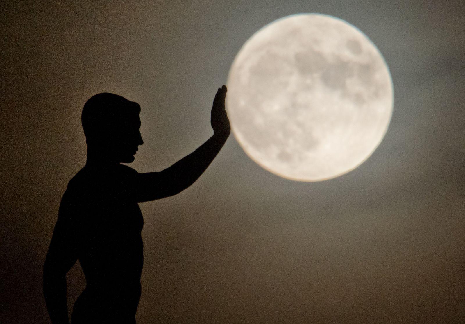 Mond über Hannover