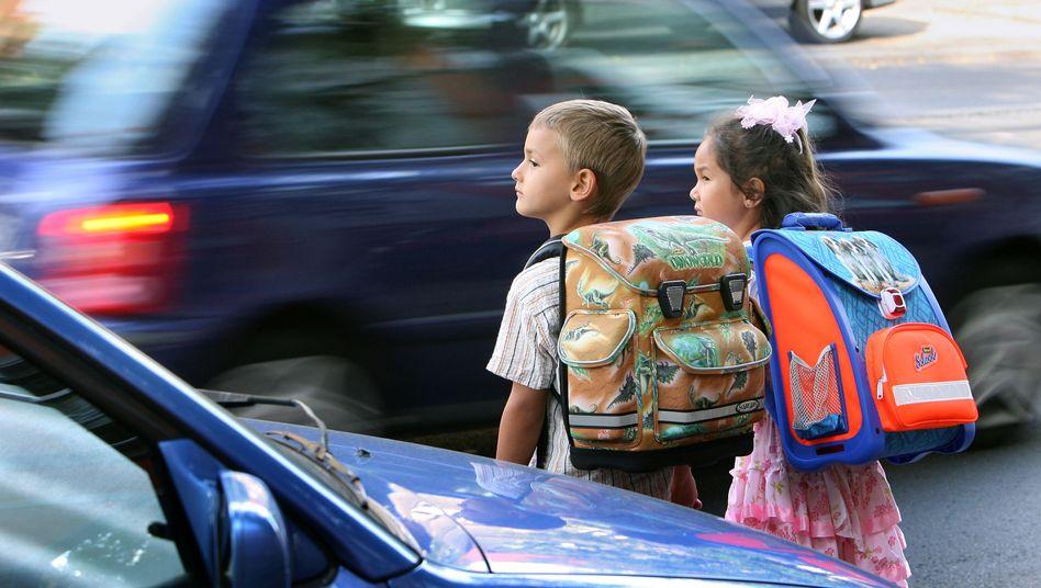 Kinder im Straßenverkehr: Oft nehmen sie ihre Umwelt kaum wahr