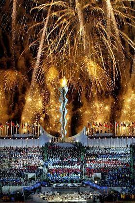 Zur Abschlussfeier der Olympischen Winterspiele wurde in Salt Lake City das größte Feuerwerk installiert, das jemals in den USA gezündet wurde