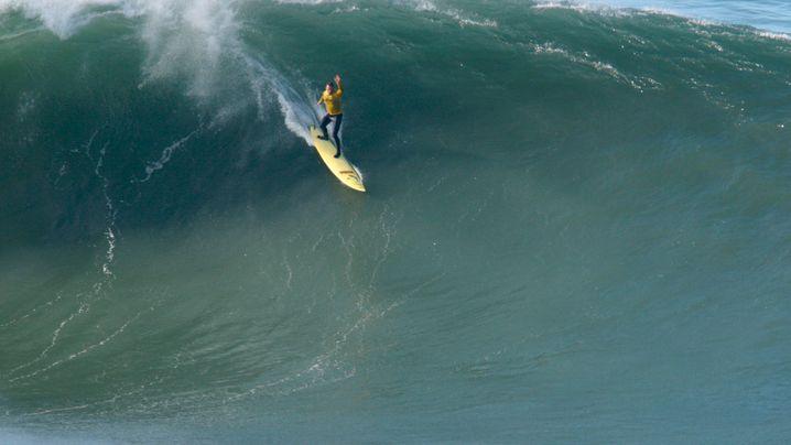 Profi-Surfer McNamara: Locker in den Monsterwellen