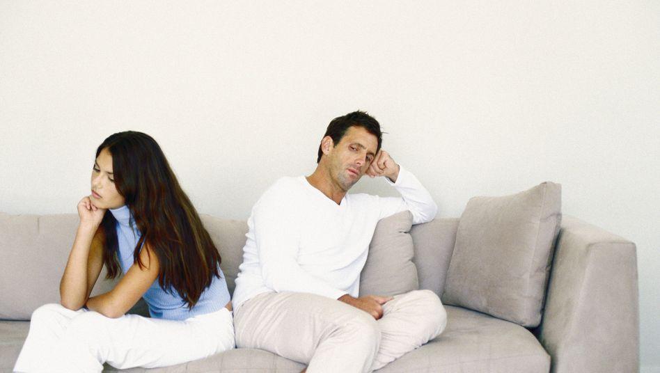 Beziehungs-Aus oder Jobverlust: Männer hängen eher an ihrem Partner