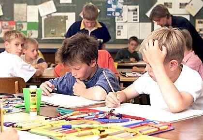 Opfer der Mädchenpadagogik: Schüler beim Lösen von Mathe-Aufgaben