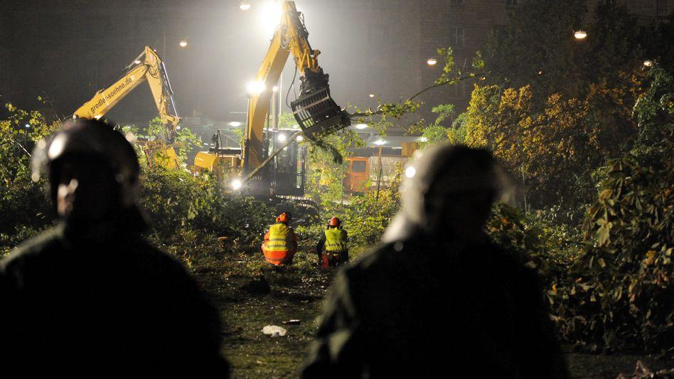 "Umstrittenes Bahnprojekt: Erste Bäume fallen für ""Stuttgart 21"""