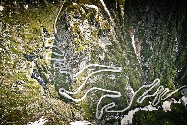 Die Tremola-Straße auf der Südrampe des Gotthard-Passes