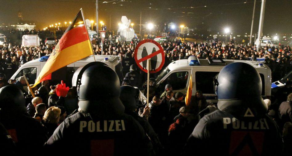 Pegida-Demonstration in Dresden: Eklat bei Pirinçci-Rede
