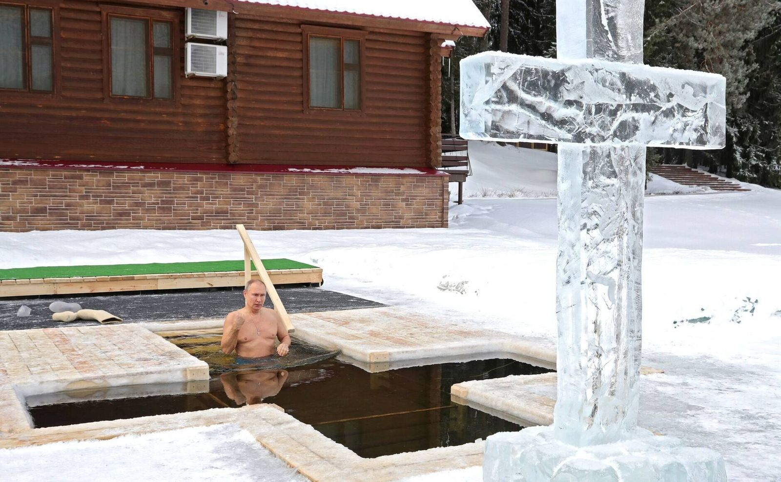 January 19, 2021. - Russia, Moscow region. - Russian President Vladimir Putin takes a dip in an ice hole on the feastday
