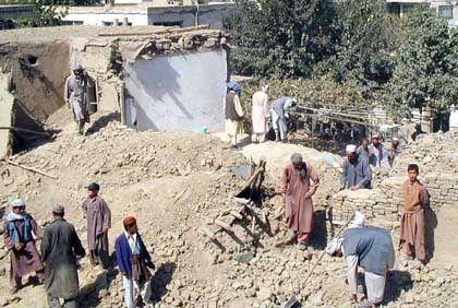 Zerstörungen in Kabul nach den ersten Angriffen vom Sonntag