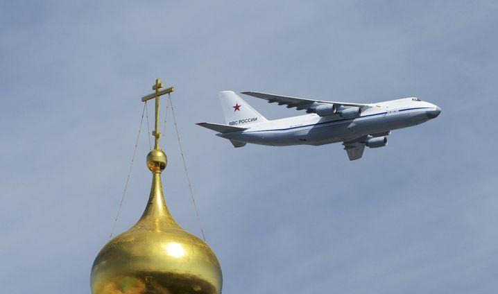 Antonow-Flugzeug über dem Kreml (Archivbild): Immer wieder Flüge nach Syrien