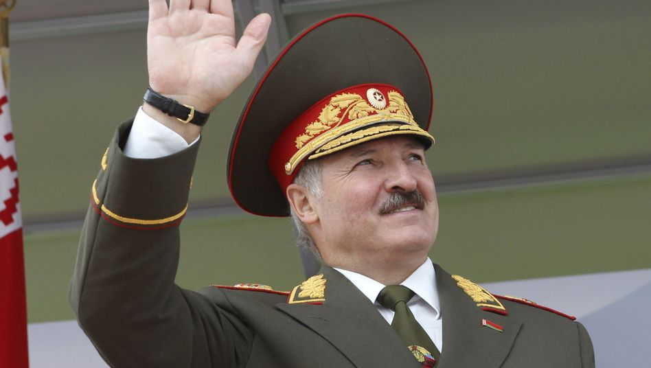 Weißrusslands Präsident Lukaschenko in Uniform: Seitenhieb gegen Putin