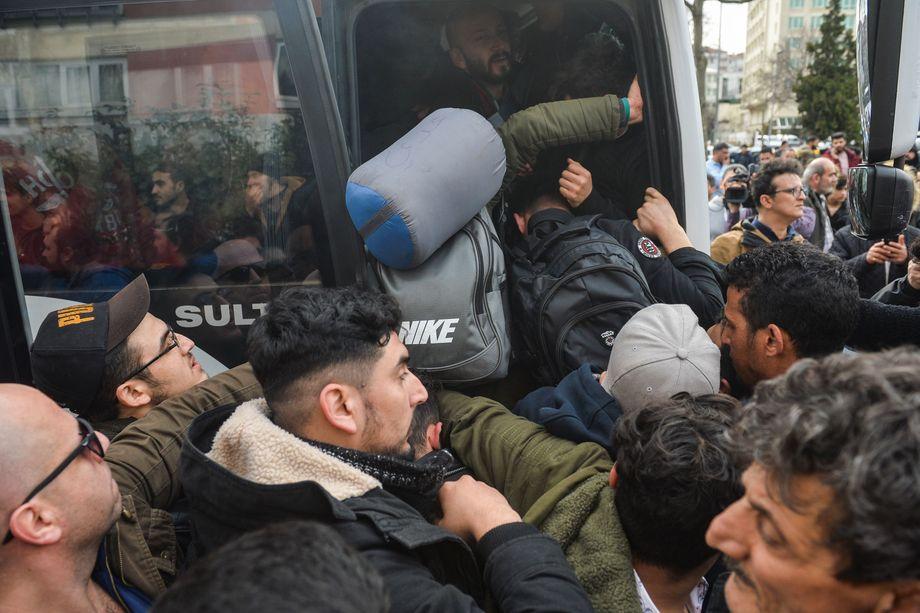 Als Druckmittel missbraucht: Viele der Männer und Frauen sind aus Syrien in die Türkei geflohen, jetzt wollen sie weiter