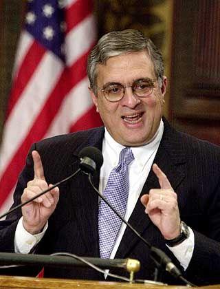 George Tenet: Der CIA-Chef verteidigte die Arbeit des Geheimdienstes