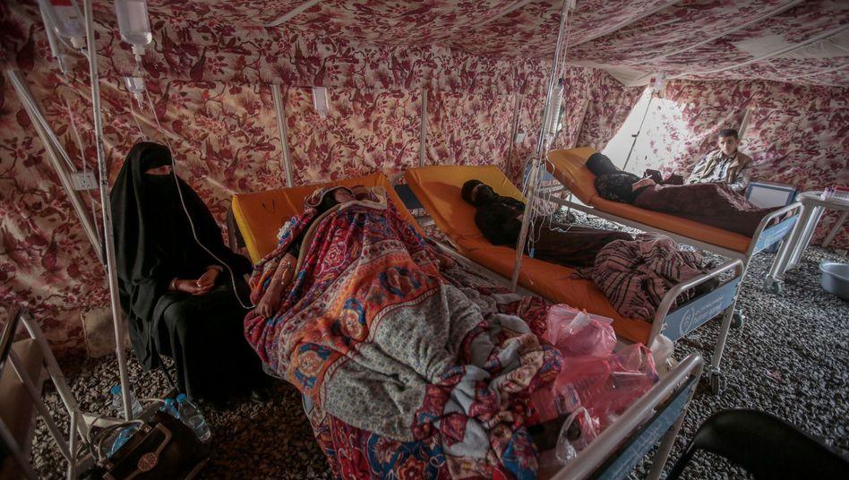 Jemenitische Frauen mit Verdacht auf Cholera