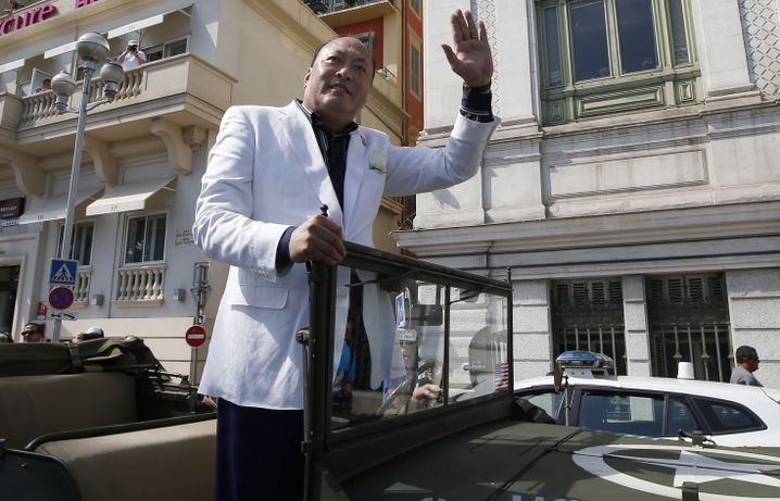 Tiens-Chef Li Jin Yuan: Parade durch Nizza