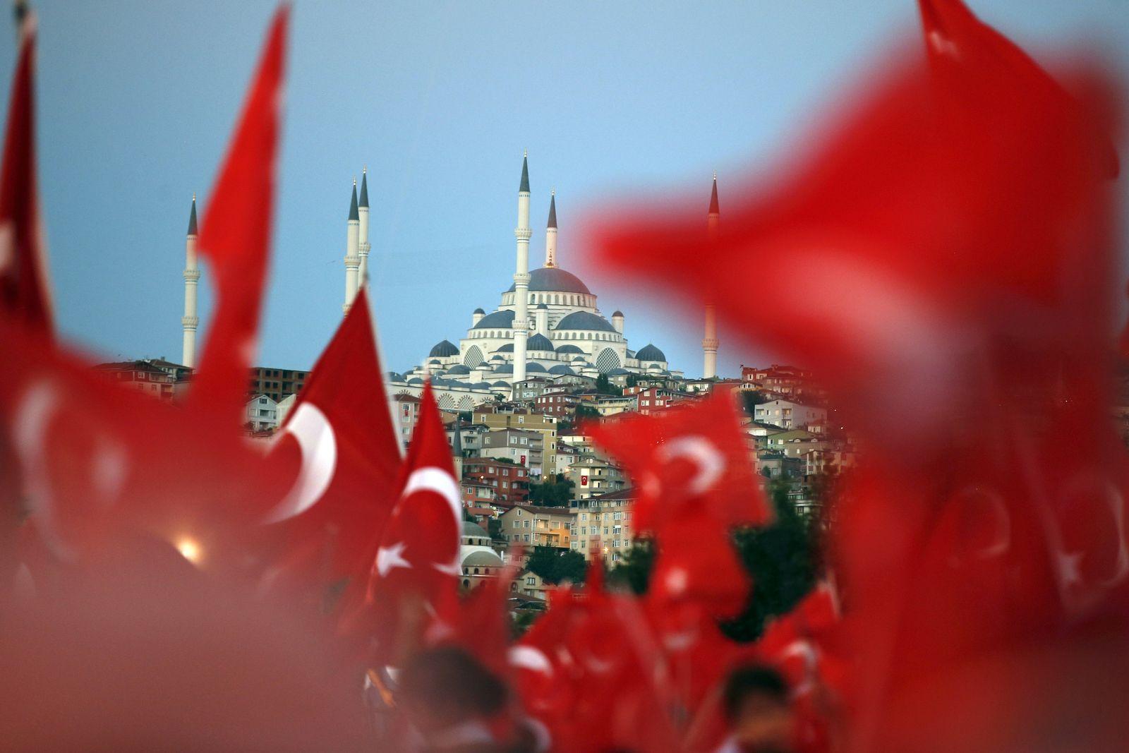 EINMALIGE VERWENDUNG Zweiter Jahrestag des Putschversuchs in der Türkei