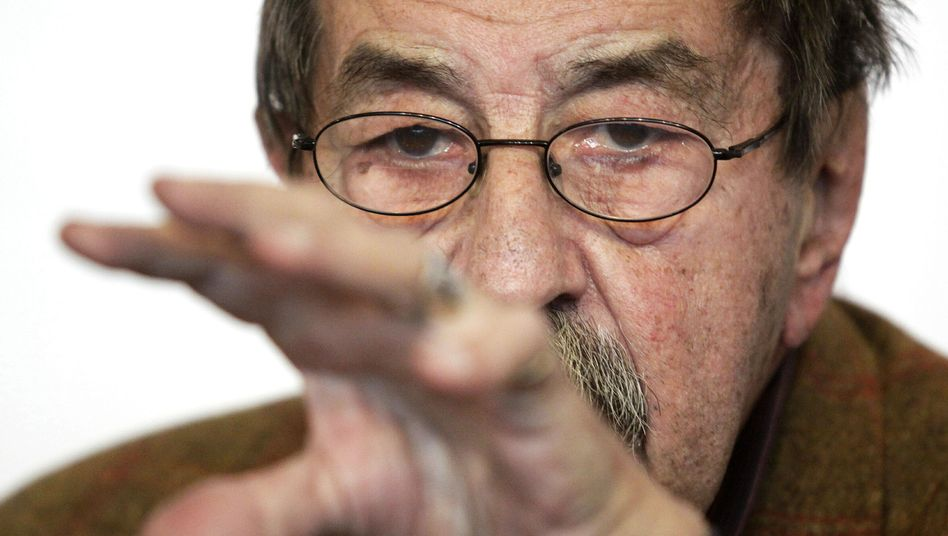 German author Günter Grass is wrong in his controversial poem, says Luxembourg's foreign minister.