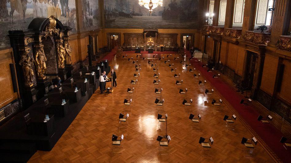 """Großer Festsaal im Hamburger Rathaus vor Bürgerschaftssitzung:""""Gefährliche Mischung"""""""