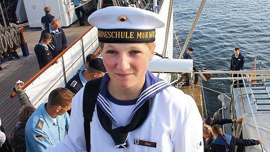 """Jenny Böken im Jahr 2008 an Bord der """"Gorch Fock"""""""
