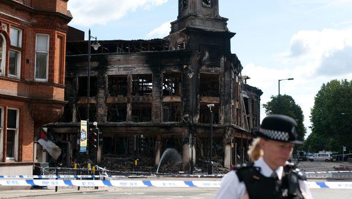 Krawalle in London: Flammen, Gewalt, Plünderungen