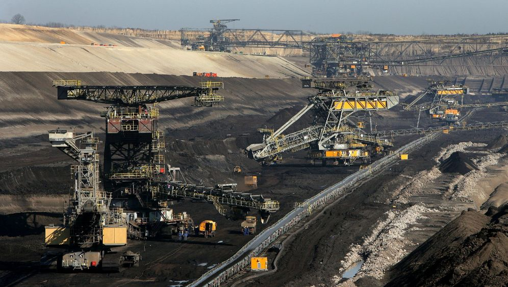 Photo Gallery: Addicted to Coal