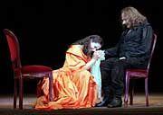 Cyrano mit seiner schönen Cousine Roxane (Barbara Auer)