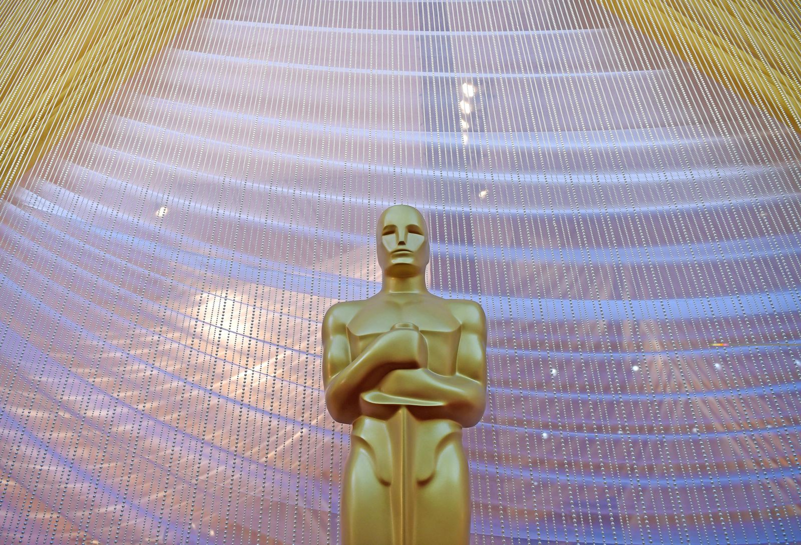 (200209) -- LOS ANGELES, Feb. 9, 2020 -- An Oscar statue is seen out of Dolby Theater during the preparations for the 92