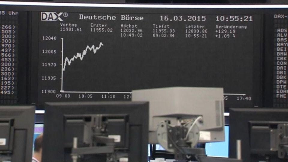 EZB katapultiert Dax Ã?ber 12.000-Punkte-Marke