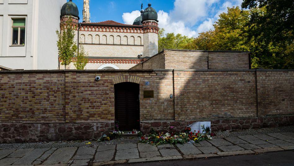Blumen von der Synagoge in Halle: offenkundig keine Gefahr?