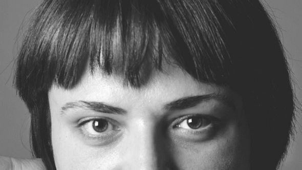 Die Autorin Tamta Melaschwili hat einen Kriegsroman geschrieben, der ohne Schusswechsel auskommt