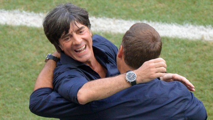 Sieg gegen Portugal: Müller-Show zum Auftakt