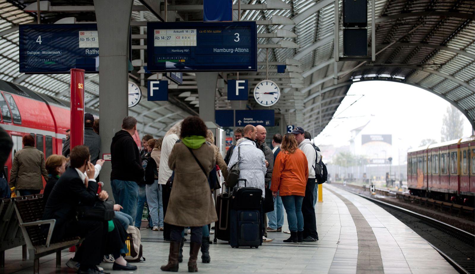 NICHT VERWENDEN Bahn / Verspätung / Brandanschlag