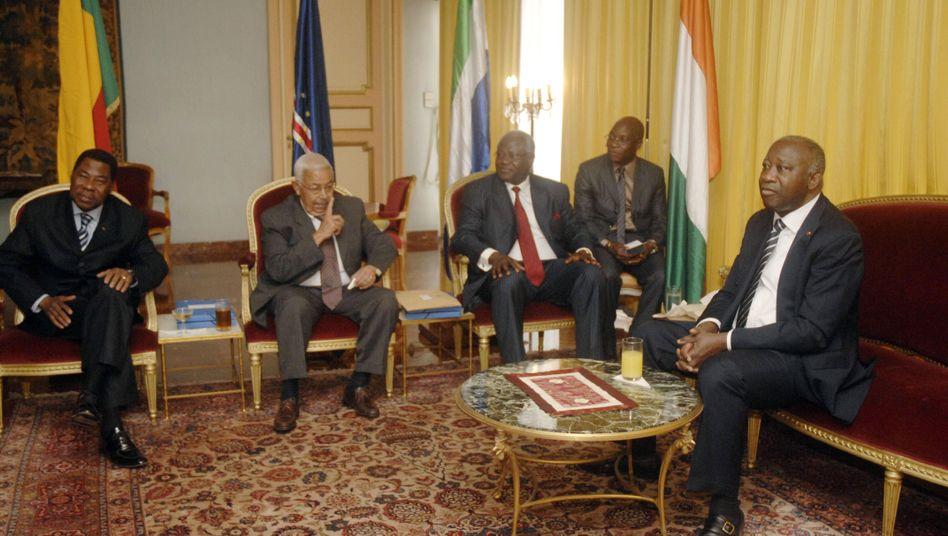 Gbagbo (r.) mit den Präsidenten Yayi, Pires und Koroma (v.l.n.r.): Druck gemacht