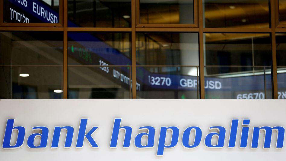Hapoalim-Niederlassung in Tel Aviv, Aufnahme von 2016. Nun muss Israels größte Bank auch wegen ihrer Verwicklung in den Fifa-Bestechungsskandal hohe Geldstrafen zahlen