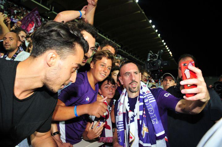 Ribéry lässt sich von seinen neuen Fans in Florenz feiern