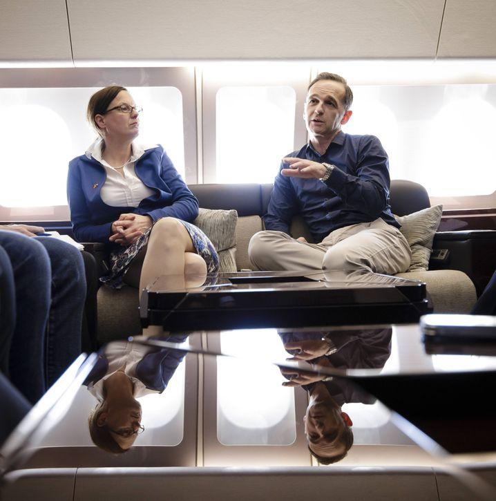 Maas und seine Büroleiterin Katharina Stasch auf einer Reise nach Jordanien 2018