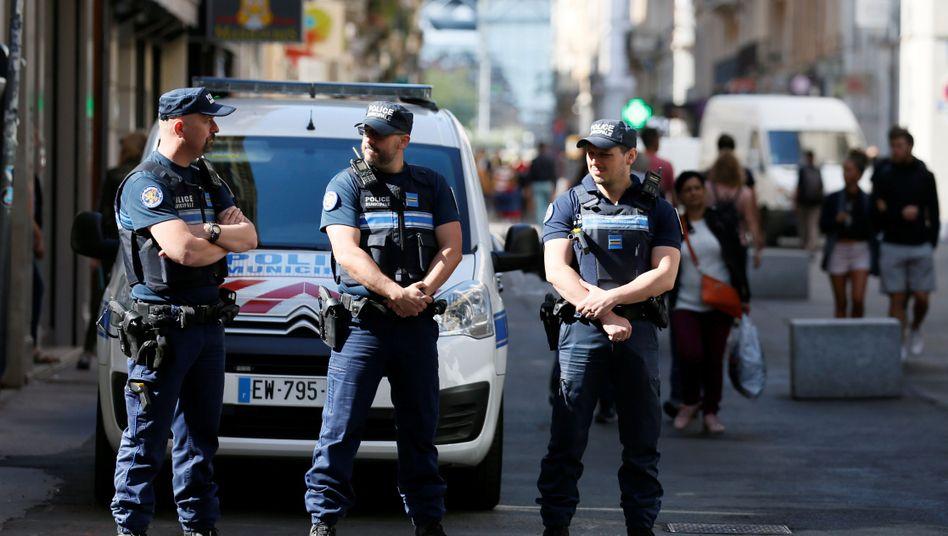 Polizisten am Samstag in der Lyoner Innenstadt