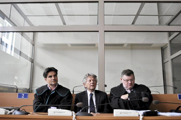 Roman Polanski 2015 in Polen mit seinem Anwalt