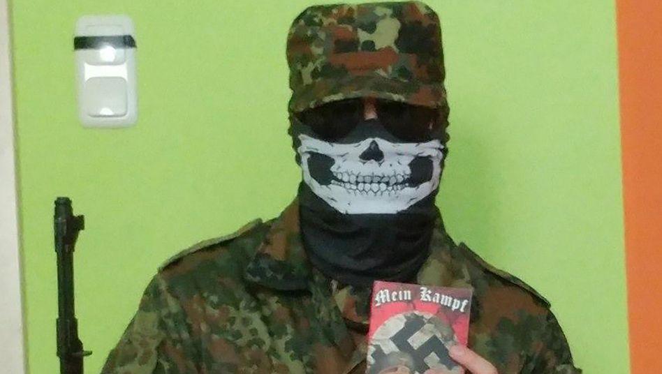 """Chatprotokolle von Rechtsterroristen: """"Wir müssen töten, um zu siegen"""""""