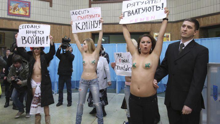 Protest in der Ukraine: Halbnackt ins Wahllokal