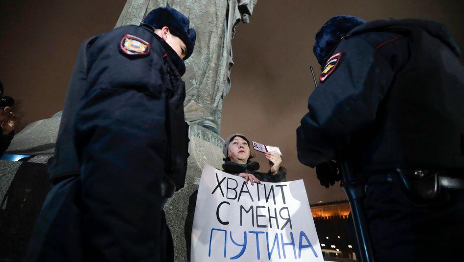 Protest an der Wladimir-Statue in Moskau