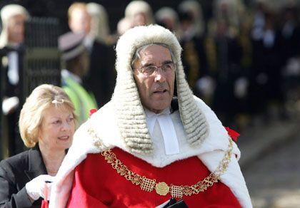 """Lord Phillips: Der englische Chefrichter sieht ein """"weitverbreitetes Missverständnis"""" über die Scharia"""