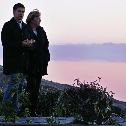 Merkel mit Ehemann Sauer im Urlaub auf Ischia: Verrutschter Bademantel und viel Ärger