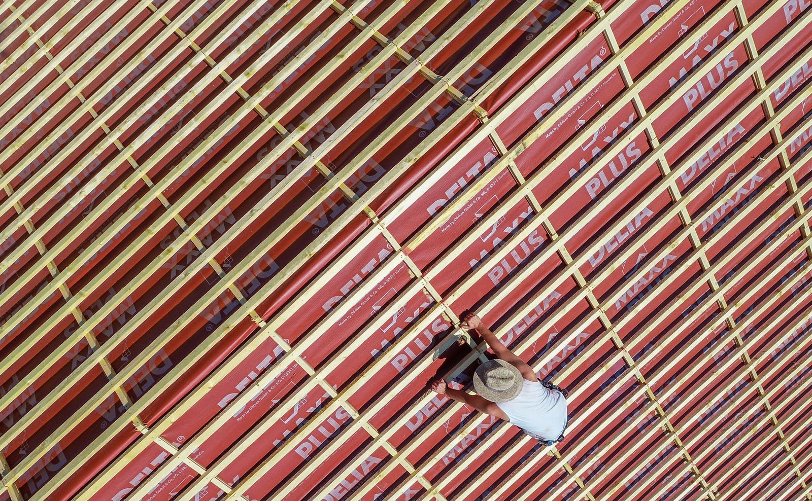 Dachdecker bei der Arbeit