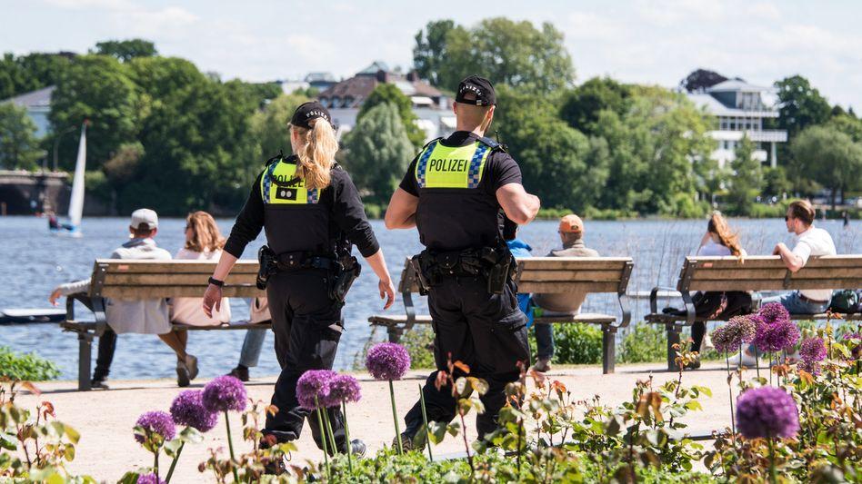 Polizeistreife in Hamburg: Verstöße können teuer werden