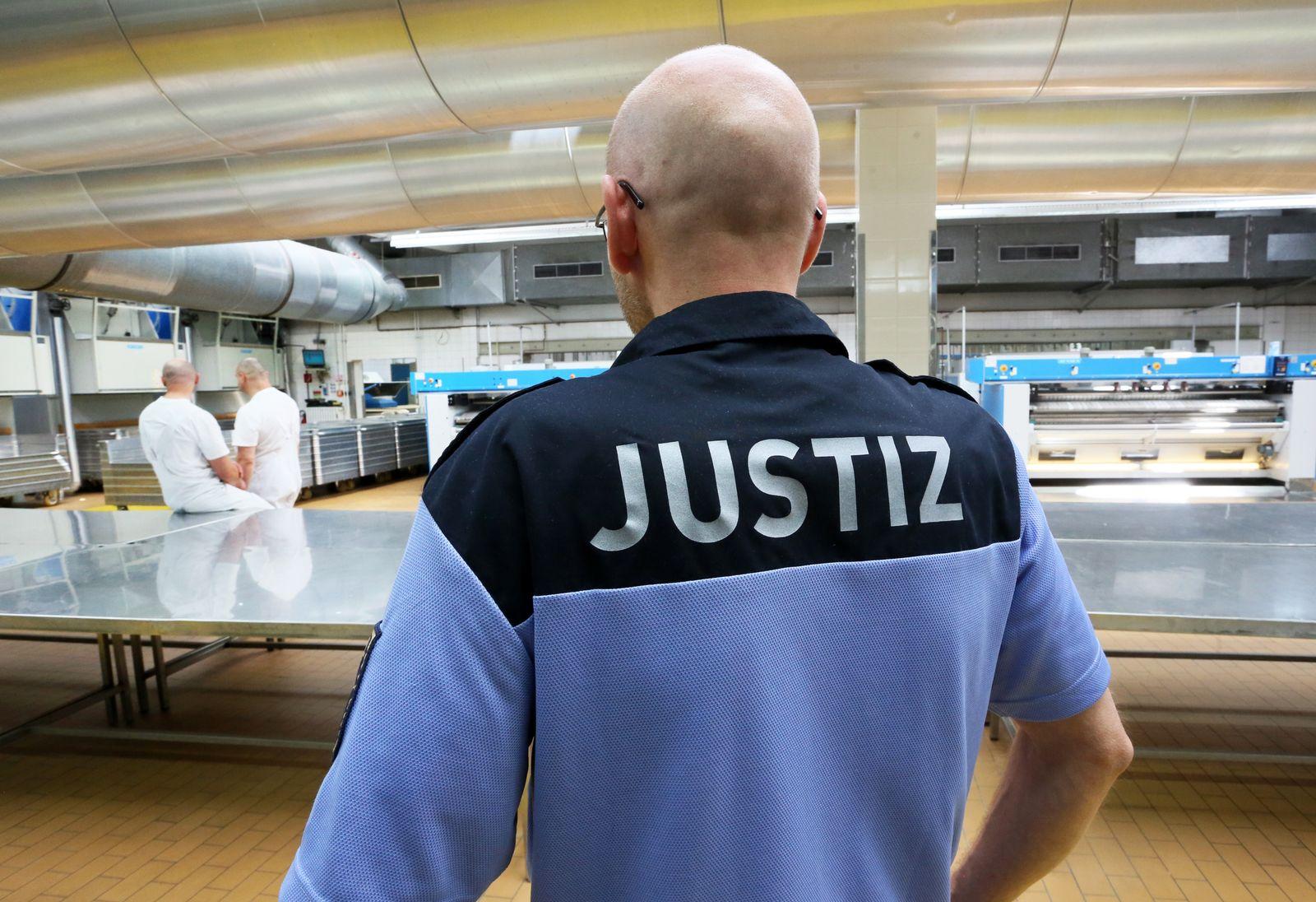 Arbeit / Gefängnis / Arbeit statt Strafe / Justizvollzug
