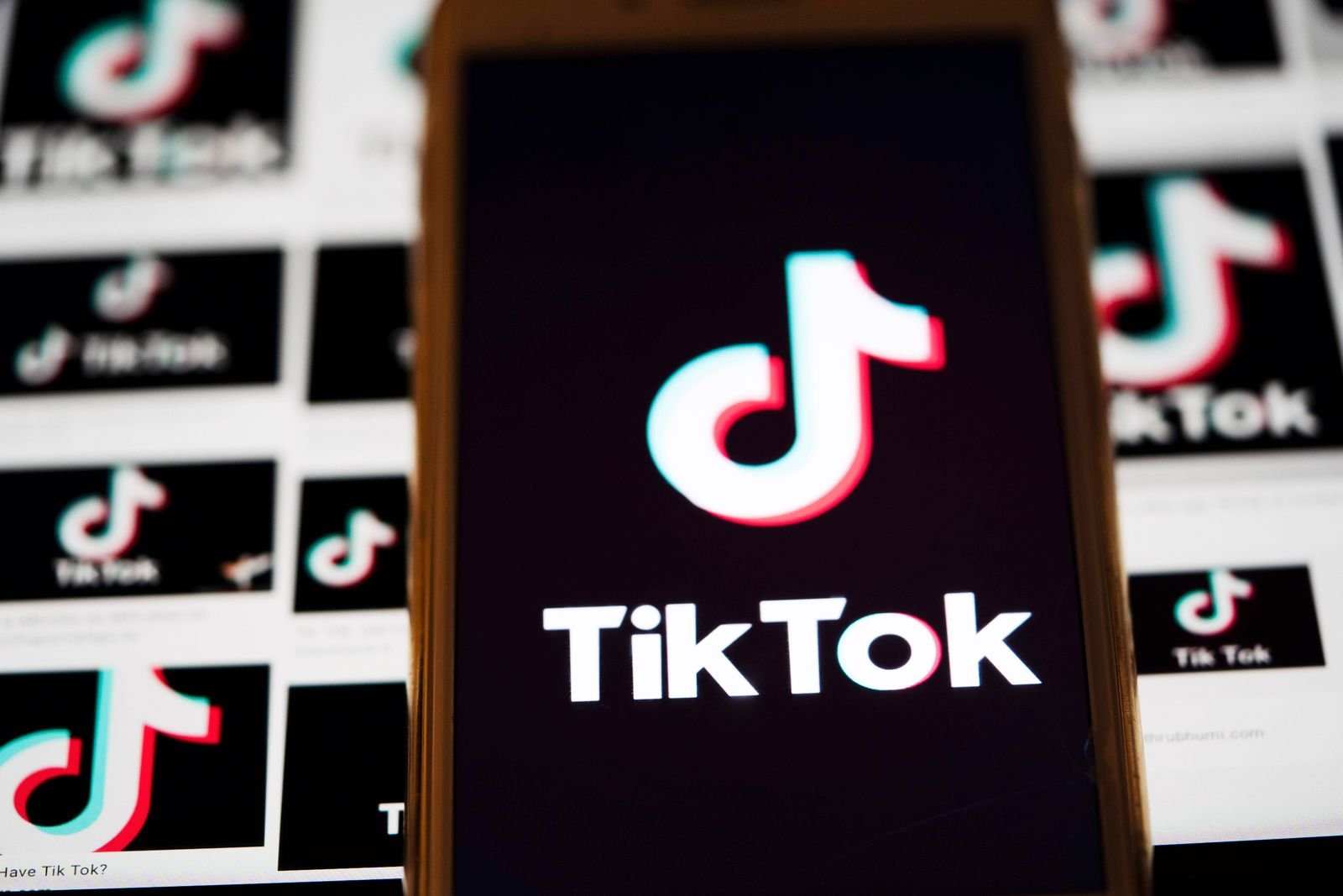 (200804) -- WASHINGTON, Aug. 4, 2020 -- The logo of TikTok is displayed on the screen of a smartphone on a computer scr
